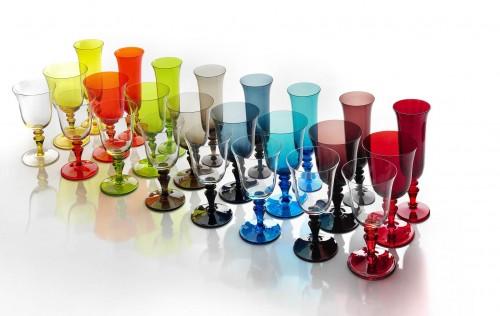 Bicchiere bicchiere acqua clorato for Bicchieri colorati vetro