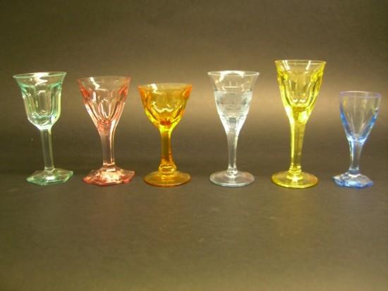 Set 6 bicchieri colorati 6 bicchieri liquore diversi for Bicchieri colorati